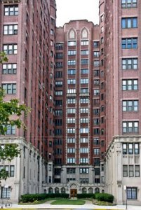 047522934-chicago-apartment-building